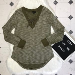 Inspired Hearts v-neck olive & white sweater sz M